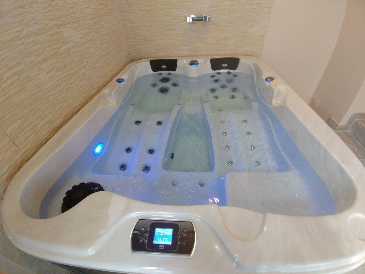 Be Well 0354 Luxury Hot Tub - White