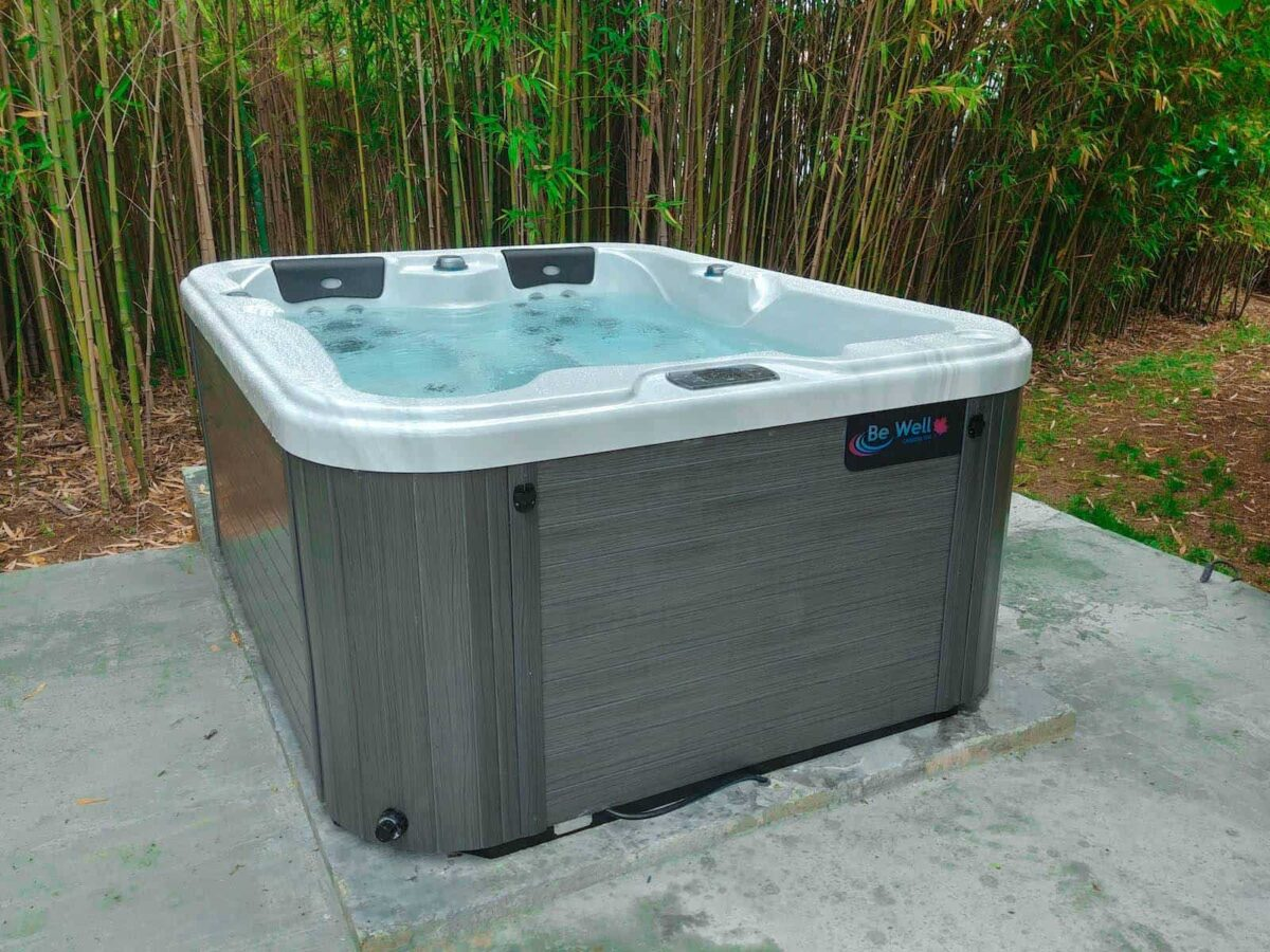 Be Well 0354 Luxury Hot Tub - Outside