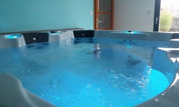Be Well 0460 Elite Hot Tub - Inside