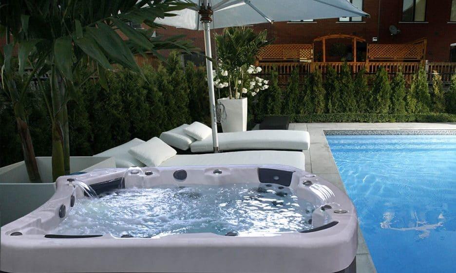 Be Well E680 Luxury Hot Tub - Poolside