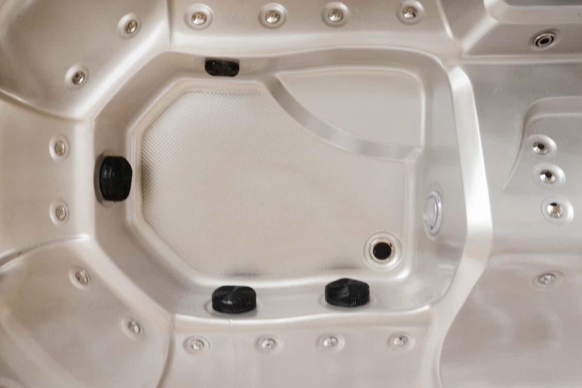 Platinum Spas Maximus Hot Tub - Floor