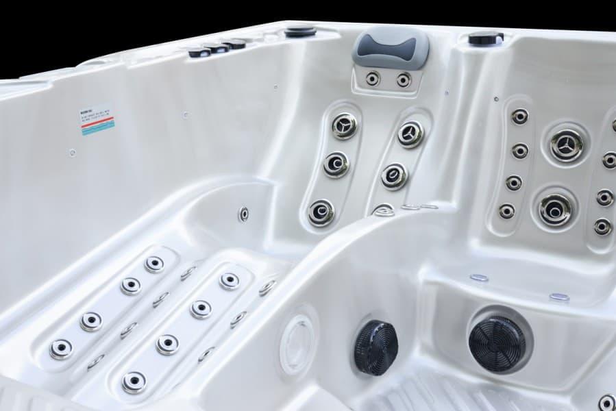 Platinum Spas Onyx Hot Tub (White)