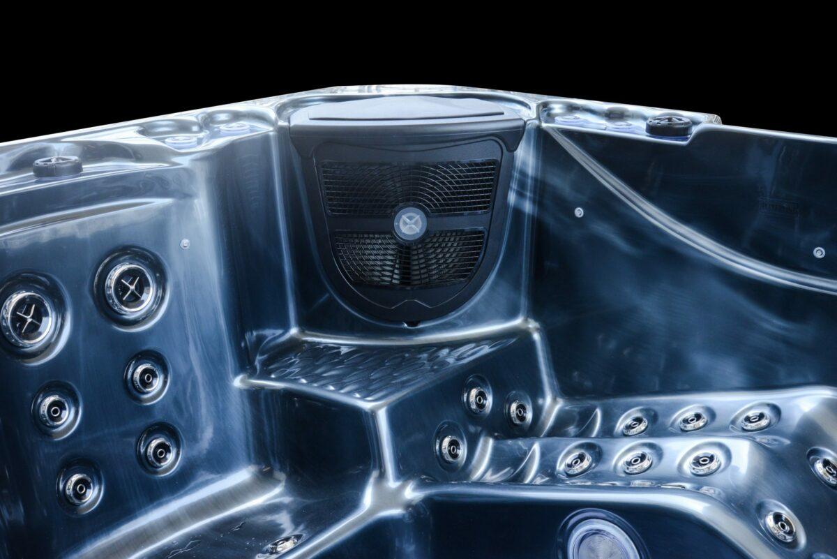 Platinum Spas Infinity Hot Tub - Lounger