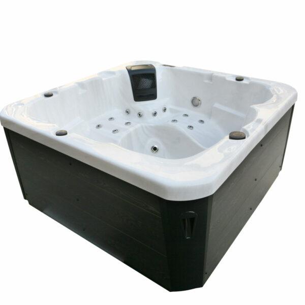 Lyra Hot Tub