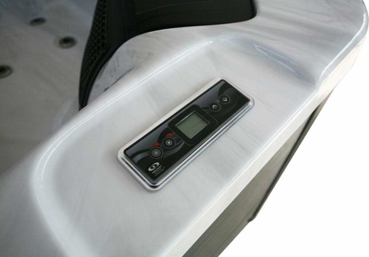 Lyra Hot Tub - Controls