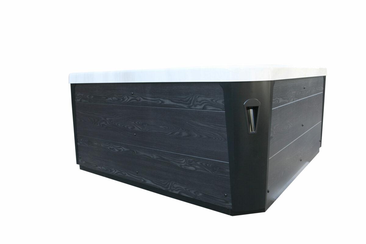 Lyra Hot Tub - Exterior