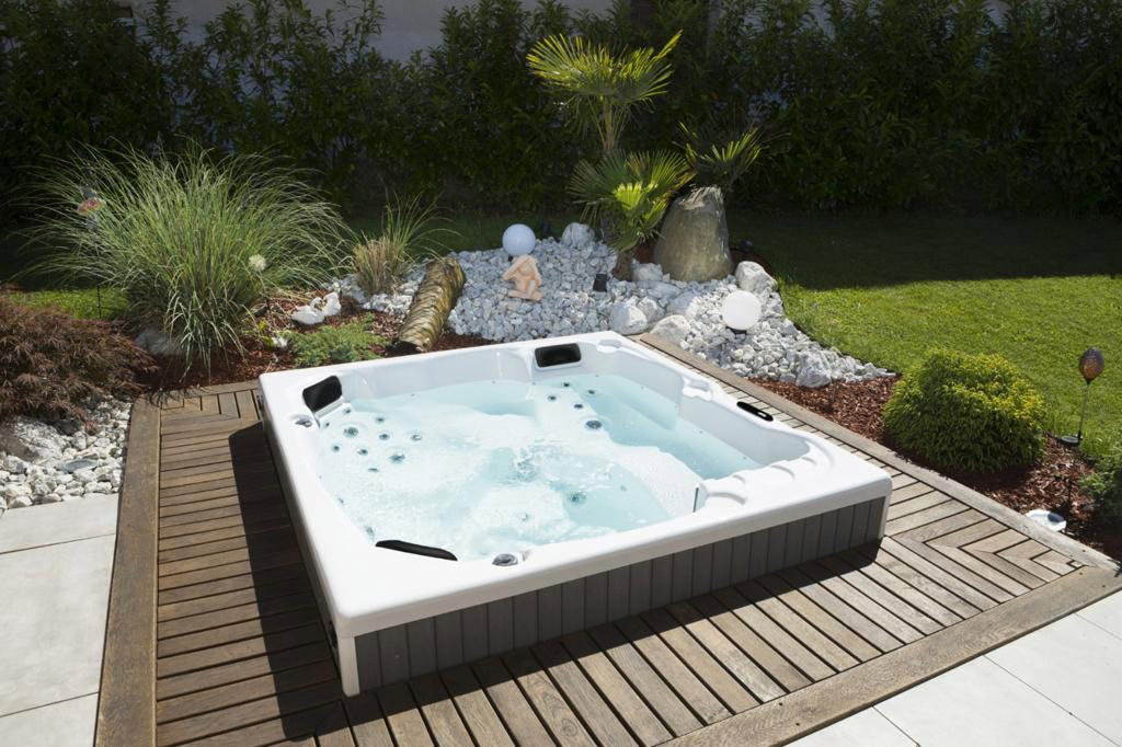 Pisces Hot Tub - In Ground