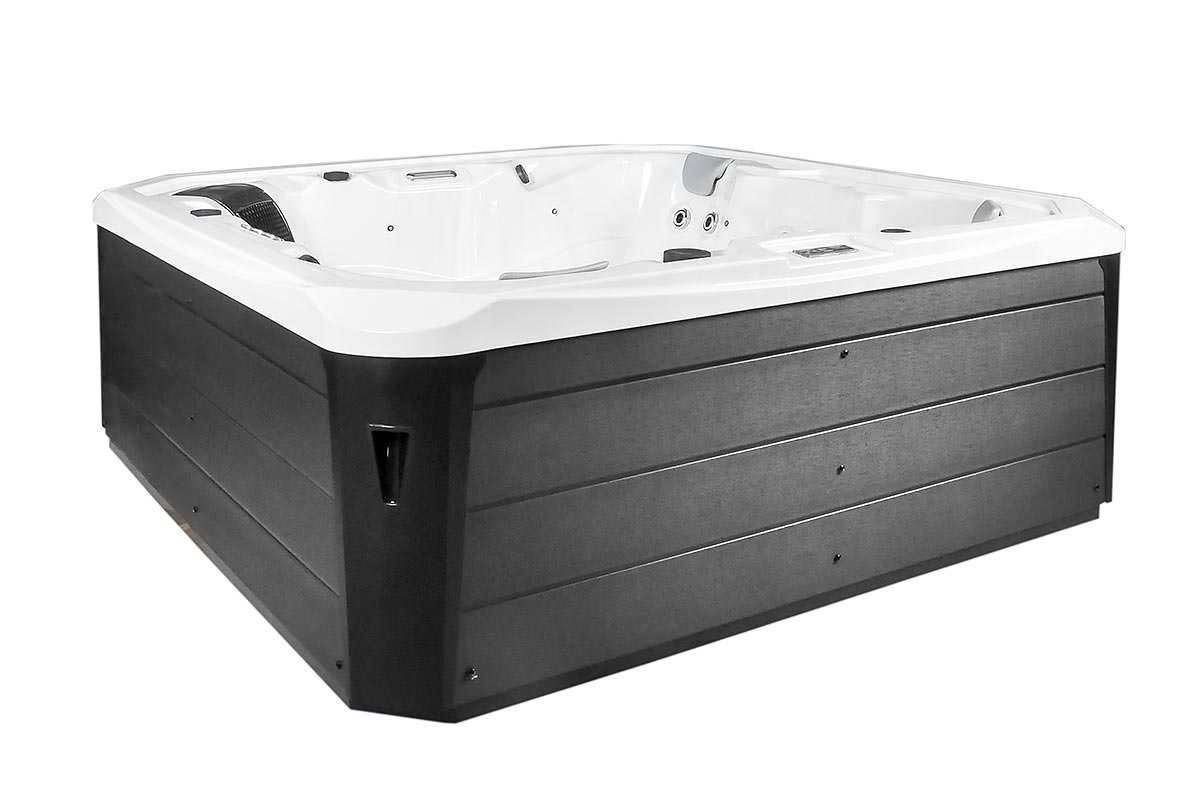 Bari Hot Tub